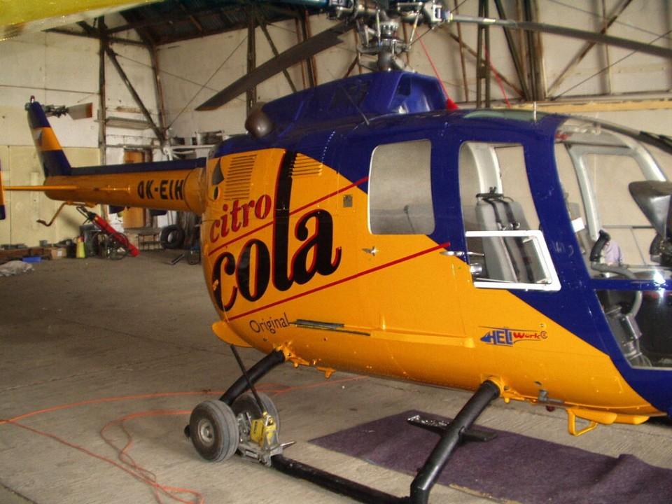 polepy nejen firemních aut, ale i helikopter